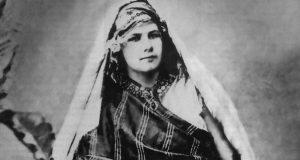 Isabelle Eberhardt costume traditionnel