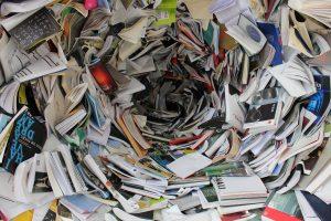 L'éditeur doit souvent jongler avec le processus de fabrication de plusieurs livres en même temps.