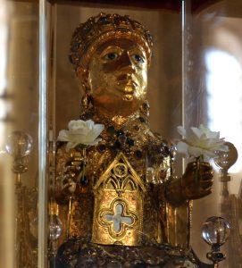 La statue reliquaire de Sainte Foy est conservée à Conques.