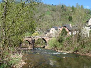 Conques est posée sur un joli coin d'Aveyron.