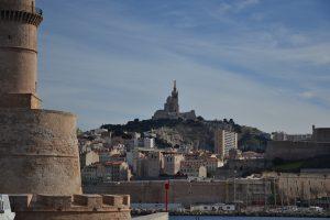 Notre Dame de la Garde veille sur Marseille